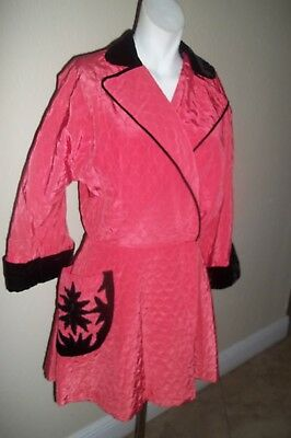 1940's Ladies Vintage Coral Pink & Black Quilted Lounging Robe Jacket