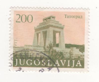 F.P.R. YUGOSLAVIA 1983 Monuments SG# 2085 - 200d. orange and green stamp USED