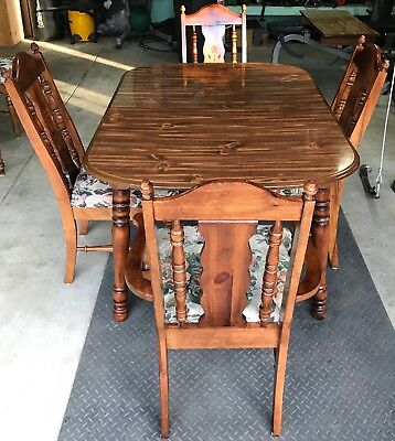Dining table with 6 Chairs (Beautiful Finish)!