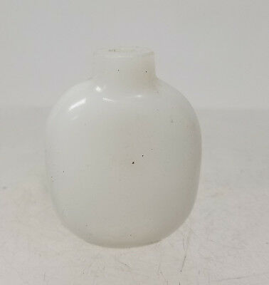 Antique Chinese White Peking Beijing Glass Snuff Bottle
