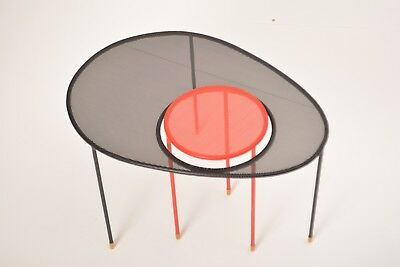 Kangourou Coffee Table, Design: Mathieu Mategot, GUBI Beistelltisch black red