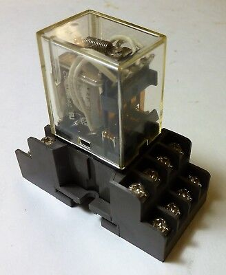 Relay - 2W932 My4 - 24 Vac Coil - 4Pdt 5A - Square Plug In Type With Socket