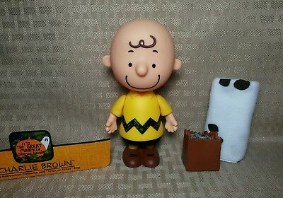 """Peanuts The Great Pumpkin 5"""" Charlie Brown With Ghost Costume Halloween Figure"""
