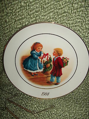 AVON 4TH Edition Christmas Memories Plate Celebrating the Joy of Giving 1984