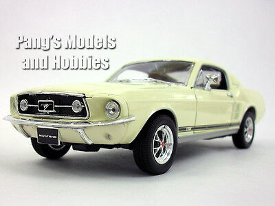 Ford Mustang GT (1967) 1/24 Scale Diecast Metal Model by Welly - White