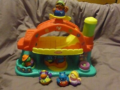 Weebles Musical Farm Dance Barn By Playskool With 7 Weebles