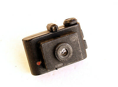 *c1950* ●  IDAM France  CLIC Subminiature ●  3x3 cast-metal camera