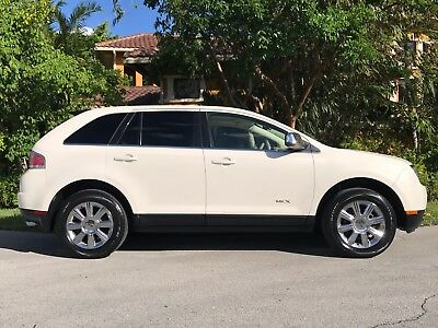 2007 Lincoln MKX AWD ! PANORAMIC ROOF ! PARKING SENSORS ! HEATED SEATS ! 2007 LINCOLN MKX AWD! HEATED AND COOLING SEATS! not ford explorer expedition
