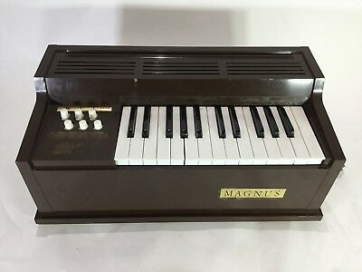 Magnus Model 300 Child's Organ / 2 Octavaes