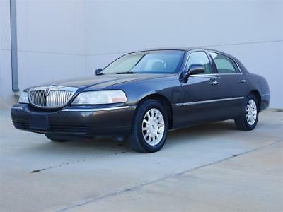 2006 Lincoln Town Car Signature 2006 Lincoln Town Car Signature Automatic 4-Door Sedan