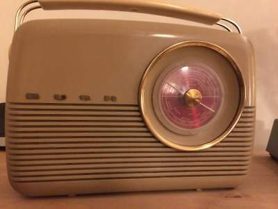 Vintage/retro 1960s Bush TR82B transistor radio working