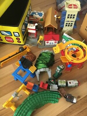 Fisher Price Geotrax - Trains, Tracks And Buildings (incl School Bus Toy Box)