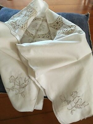 SMALL CREAM TABLECLOTH- VINTAGE - Embroidered & Crochet Detail 86 X 83cm