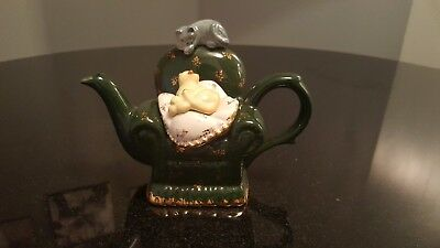 """PAUL CARDEW TEA POT """" Cats on Green Arm Chair * Good Condition for Collectors *"""