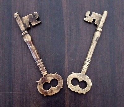 Rare Antique Victorian Beautiful Design Cast Brass Chest Lock Keys #557