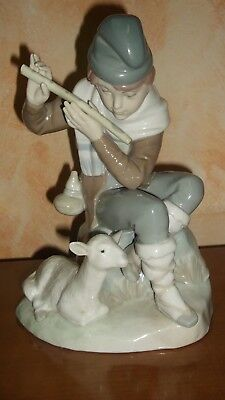 Lladró Rosal or Lladró Tang figurine Sherpherd with flute and sheep. Pastor.