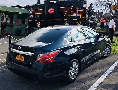 2015 Nissan Altima  2015 Nissan Altima S ! 13,500 Miles Only.