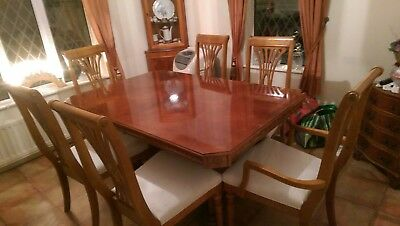 Antique Dinning Table and Chairs 2 Carvers and 4 chairs Nearly new condition