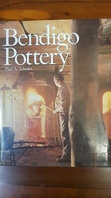 Australian Bendigo Pottery  Paul A Scholes 281 Pages Hard Cover Reference Book