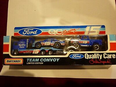 Matchbox Team Convoy #15 Ford QC Racing