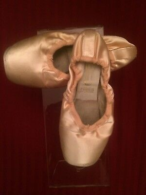 One Pair of Freed Pink Pointe Shoes - Size 5 1/2 XX - Crown Maker