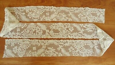 Antique 18thc lovely lace flounce with birds and foiliage/ rare and beautiful