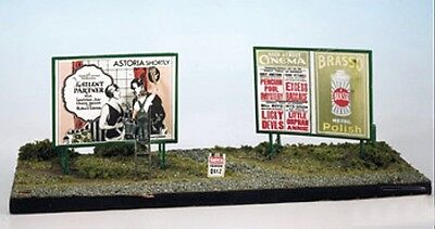 Trackside Hoarding with Signs Plastic Kit Model Train OO / HO Wills / PECO SS21