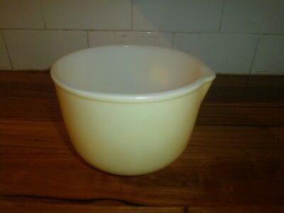 Sunbeam Mixing Bowl With Pouring Lip ~ Pale Yellow ~ Vintage Retro