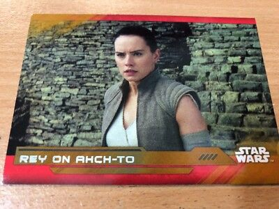Star Wars The Last Jedi - Rey Gold Parallel 02/25 Rey On Ahch-To #97