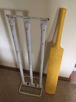 Cricket Stumps Metal White Practice Backyard Cricket + Bat