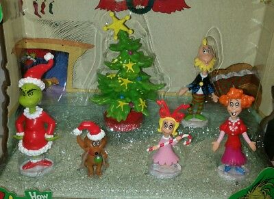 New How the Grinch Stole Christmas by DR. Seuss Collectible figures village deco
