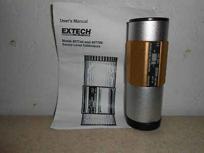 """EXTECH 407744 SOUND LEVEL CALIBRATOR for 1/2"""" & 1"""" MICROPHONES WITH CASE"""