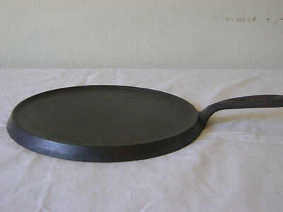 """Vintage Cast Iron 9"""" Round Griddle """"8"""" & """"N"""" Markings GUC"""