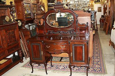 Beautiful English Antique Queen ann Mahogany Sideboard / Buffet / Bar.