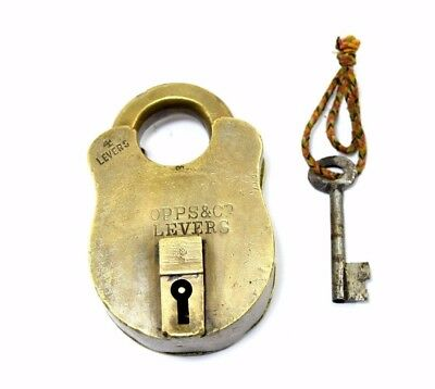 Vintage Collectible Beautiful Solid Brass Old Indian One Key Padlock. i42-26
