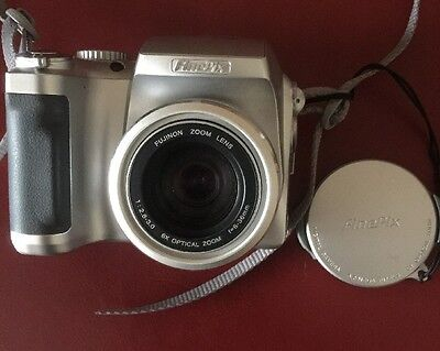 Fuji Finepix S3000 3.2MP Digital Camera Body With Case And Instructions