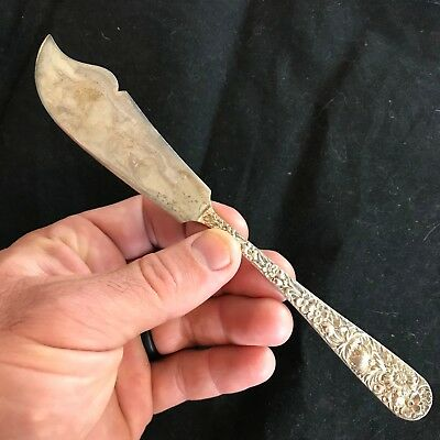 """S. Kirk & Son Repousse Flat Handle Master Butter Knife Sterling 7 1/8"""" 40g  R83B"""