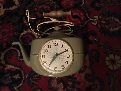 Vintage General Electric GE Wall Clock 1940s/1950s Works - Free Shipping