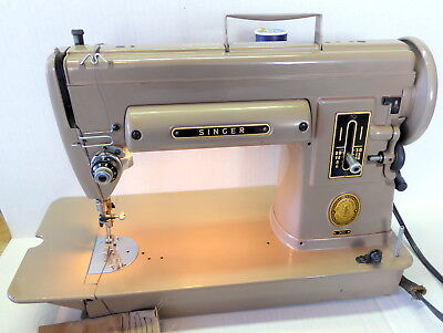 Vintage SINGER Model 301 Short Bed Sewing Machine W/Pedal and Case. NA Serial