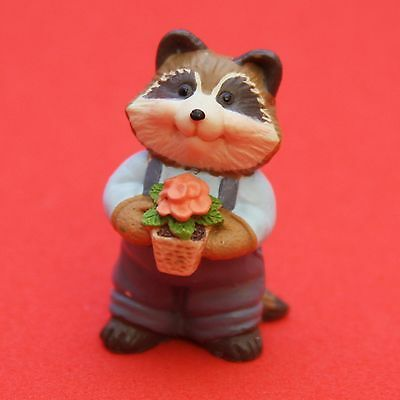 Hallmark Merry Miniatures VALENTINES DAY 1995 Raccoon w/ Flowers QSM8087