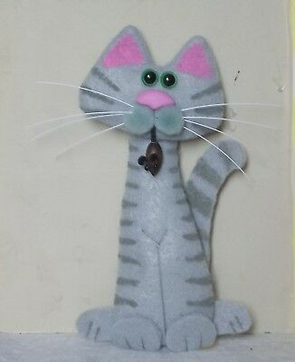 CAT-felt tall gray tabby with mouse magnet-kutiekatz