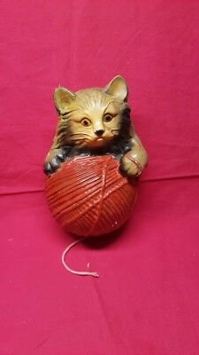 Vintage cat and yarn chalkware stringholder from 1930-1940