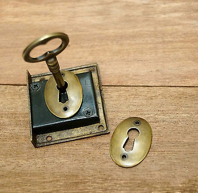 SET Antique Vtg BRASS KEY LOCK and SKELETON Keys with RETRO Round KEY HOLE Plate