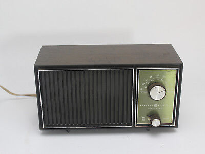 Vintage General Electric GE Solid State  Radio Tested and Working