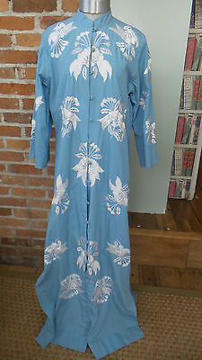 Vtg Kimono hand embroidered Floral Robe Blue & White with Belt