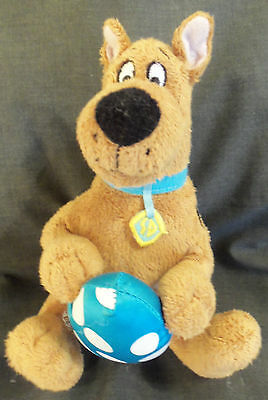 LOT # 978 SCOOBY-DOO MINI-PLUSH holding plush Easter Egg (Kcare)(China) 7 inches