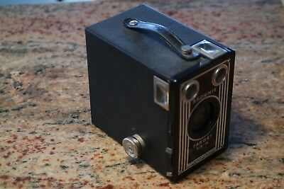BROWNIE TARGET SIX-16 EASTMAN KODAK COMPANY BOX CAMERA BB Excellent Condition