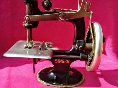 Vintage Toy Singer Sewing Machine Excellent Condition