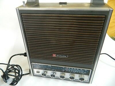 Juliette Solid State Stereo 8-Track / AM-FM Radio Model 8TPR-564XC