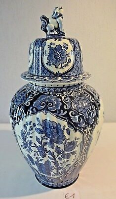 E1 Grand vase Delft Royal Sphinx Maastricht